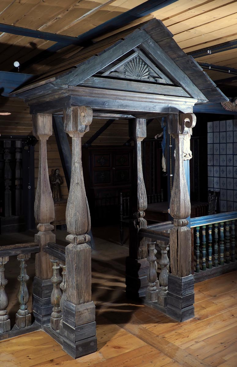 Зонирование мансардного этажа с использованием крыльца деревенского дома XIX в..