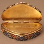 Табакерка (серебро 84 пробы, резьба штихелем, живописная эмаль)