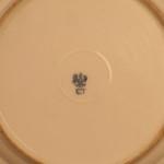 Тарелка с изображением трех путти. Надглазурная роспись (гризайль), золочение