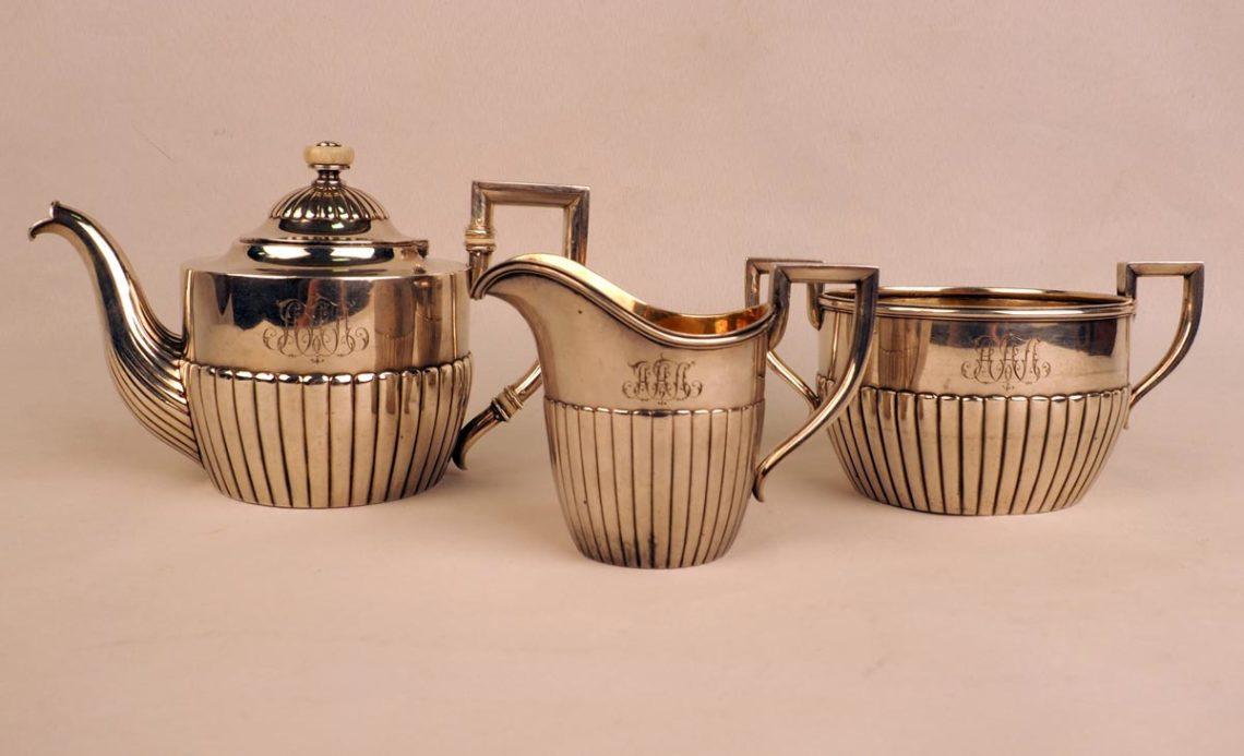 Три предмета фирмы К. Фаберже. Чайник, молочник, сахарница.