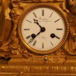 Часы кабинетные в стеклянной колбе
